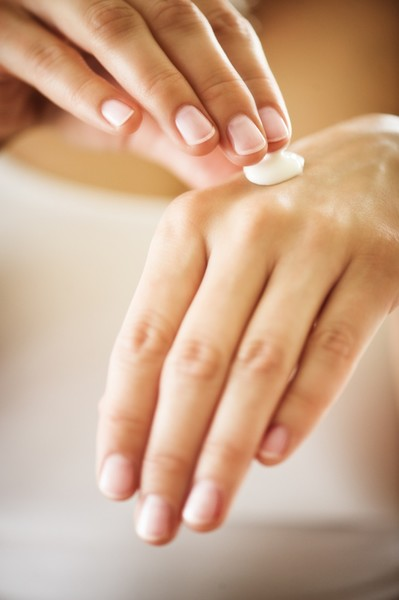 Фото №3 - Что делать, если руки выдают ваш возраст: бьюти-хаки от экспертов