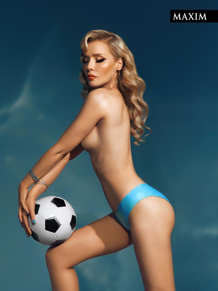 Фото №4 - Мячи мечты: фотосессия актрисы Валерии Шкирандо для MAXIM