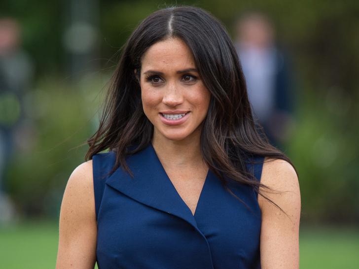 Фото №1 - Правда или ложь: действительно ли Меган не знала ничего о королевской семье до встречи с Гарри