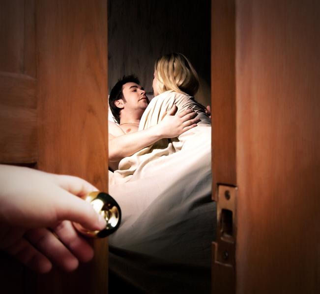 Фото №2 - Чего боятся настоящие женщины: страх, что муж узнает об измене