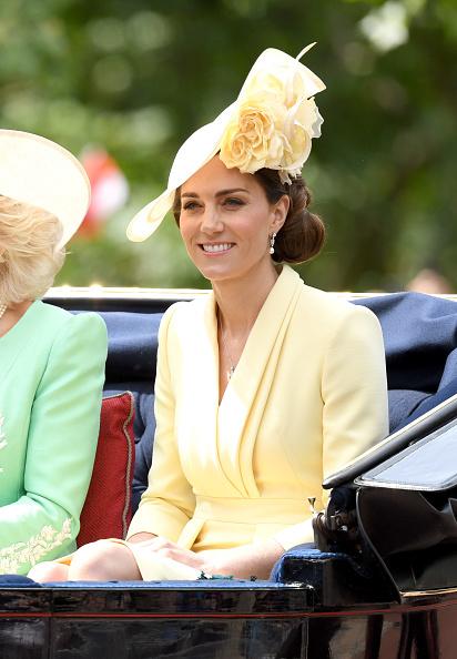 Фото №1 - Кейт Миддлтон с трудом справляет день рождения королевы— и все из-за страшной аллергии