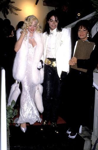 Фото №12 - Королева провокаций: 10 скандальных нарядов Мадонны, которые изменили моду