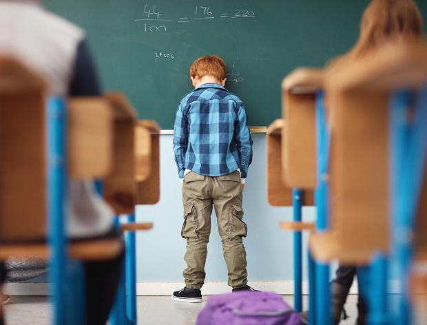 Фото №2 - Ребенок плохо себя ведет: что делать, если жалуются учителя