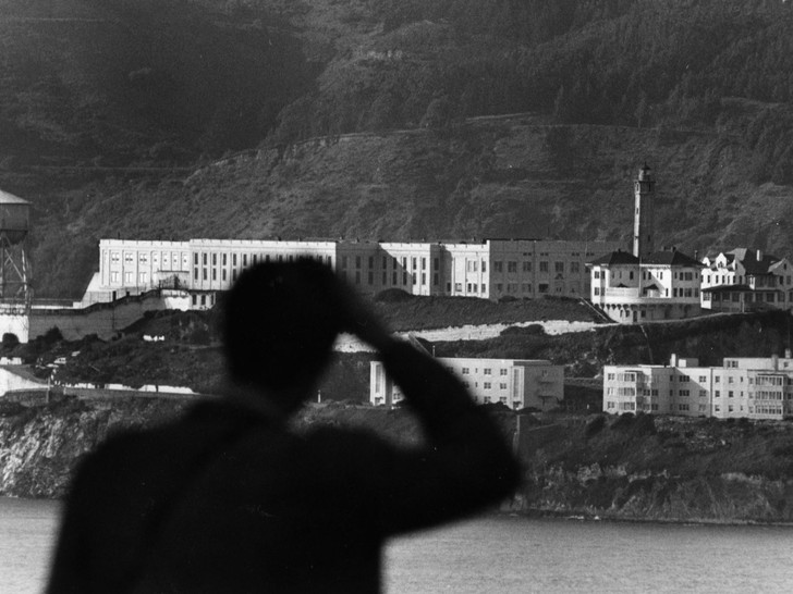Фото №1 - Призраки Алькатраса: мистические обитатели самой известной тюрьмы Америки