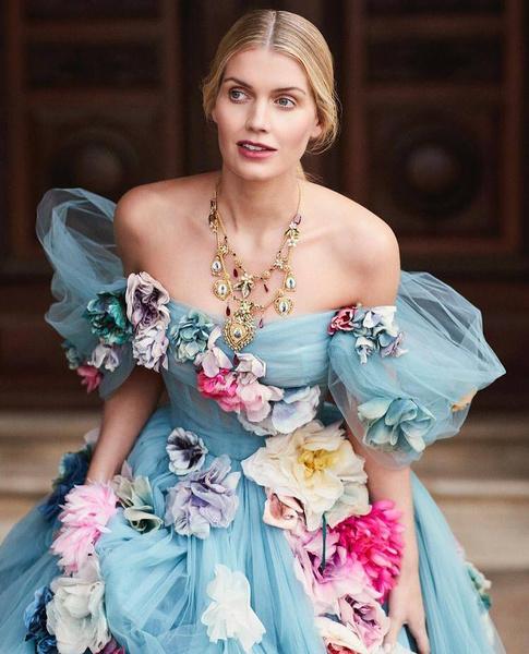 Фото №6 - Девичник в Риме, венчание в палаццо и 5 платьев Dolce&Gabbana: детали «свадьбы года» племянницы леди Ди