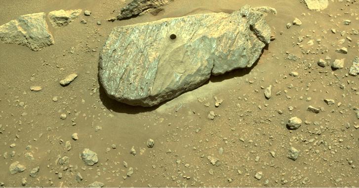 Фото №1 - Марсоход Perseverance взял первый образец марсианской породы