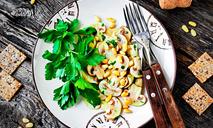 Салат из свежих шампиньонов ссоусом персилад