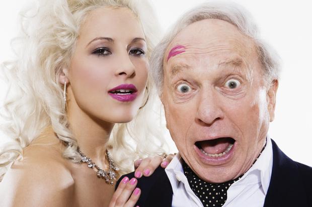 Фото №1 - Почему со мной знакомятся пожилые мужчины: психолог отвечает на вопрос читательницы Woman.ru