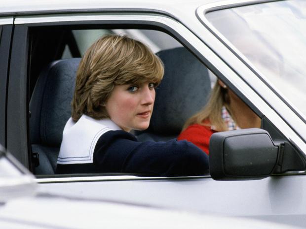 Фото №1 - Скромно и практично: какой подарок принц Чарльз подарил Диане на помолвку (и сколько он теперь стоит)