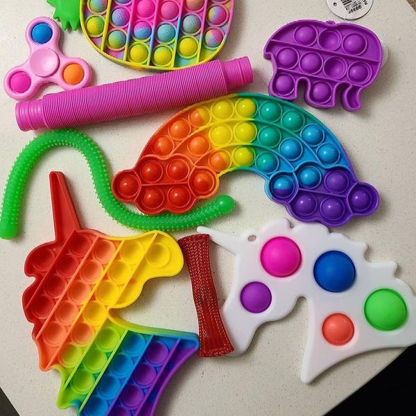 Фото №1 - Поп-ит и симпл-димпл: кто их придумал, в чем разница и как сделать игрушку самой