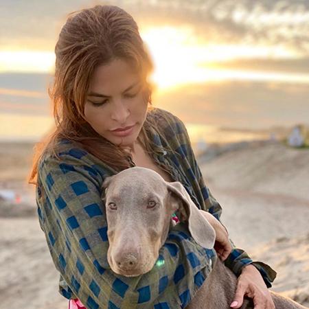 Фото №17 - Домашние животные звезд: собаки, кошки, лемуры, свиньи и даже улитки!