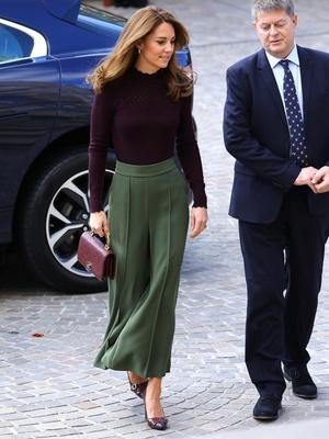 Фото №11 - Сестры по стилю: модные образы, которые Кейт и Софи повторяли друг за другом