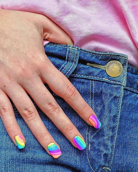 Фото №2 - Яркий маникюр: 12 летних идей для коротких ногтей