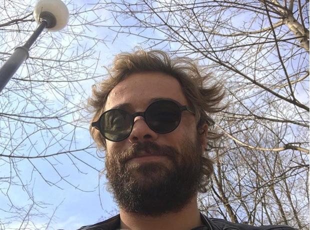 Фото №1 - «Холостяк» Илья Глинников отрастил бороду... и щеки