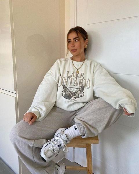 Фото №2 - Как носить простой свитшот и не выглядеть так, будто ты надела первое, что выпало из шкафа