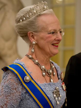 Фото №6 - Битва драгоценностей: у какой европейской королевы украшения дороже и роскошнее, чем у Елизаветы