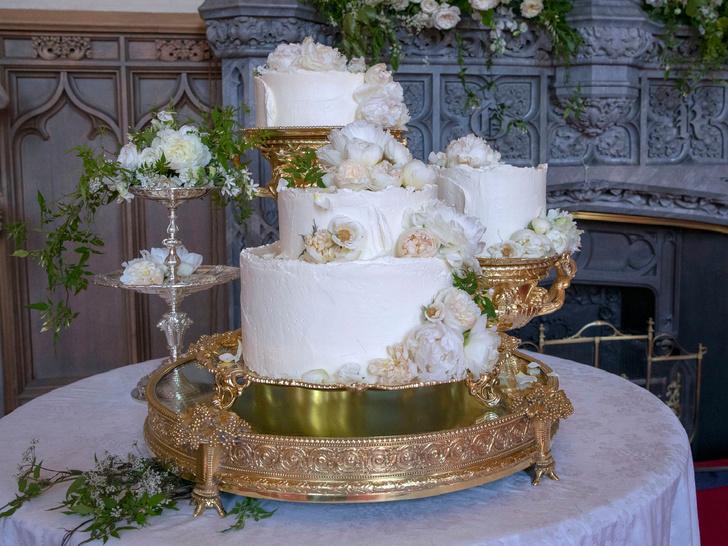 Фото №3 - Особенная сладость: самые красивые торты на королевских крестинах