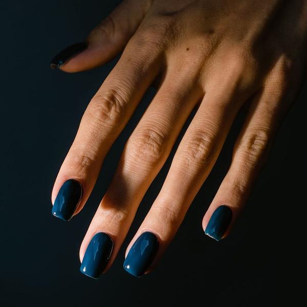 Фото №2 - С каким цветом ногти кажутся длиннее: 10 самых модных маникюров