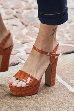 Фото №17 - Самая модная обувь весны и лета 2021: советы дизайнеров
