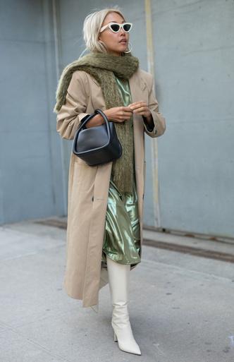 Фото №4 - Как носить объемный шарф и не утонуть в нем: 6 модных приемов
