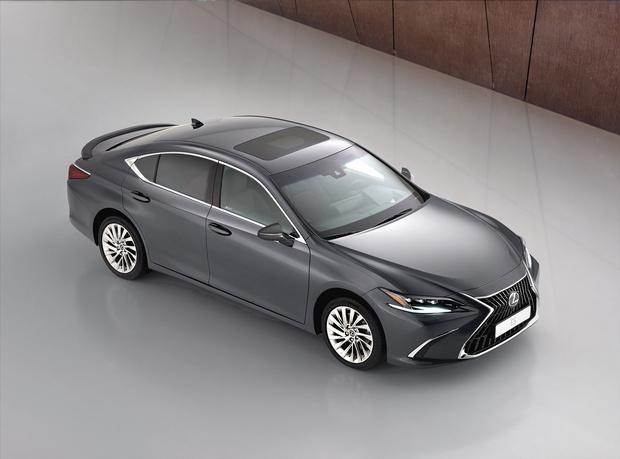 Фото №1 - Lexus презентовали обновленный бизнес-седан Lexus ES