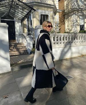 Фото №3 - Модная партия: как носить шахматный принт