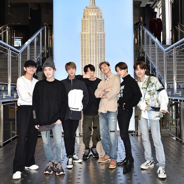 Фото №1 - Не пропусти! BTS выступят на «Live Lounge»