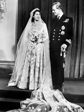 Фото №5 - Королевский конфуз: почему Елизавете и принцу Филиппу пришлось переснять свои свадебные фото