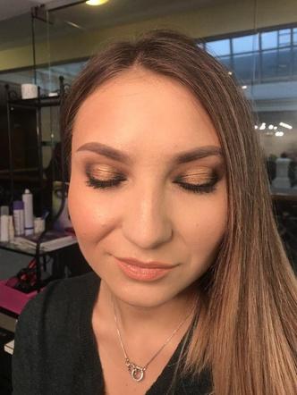Фото №5 - Как пышку превратить в худышку с помощью макияжа