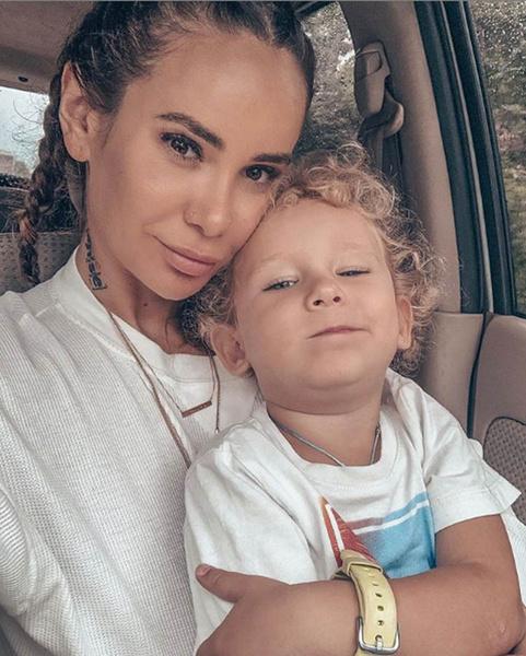 Айза Анохина с сыном фото