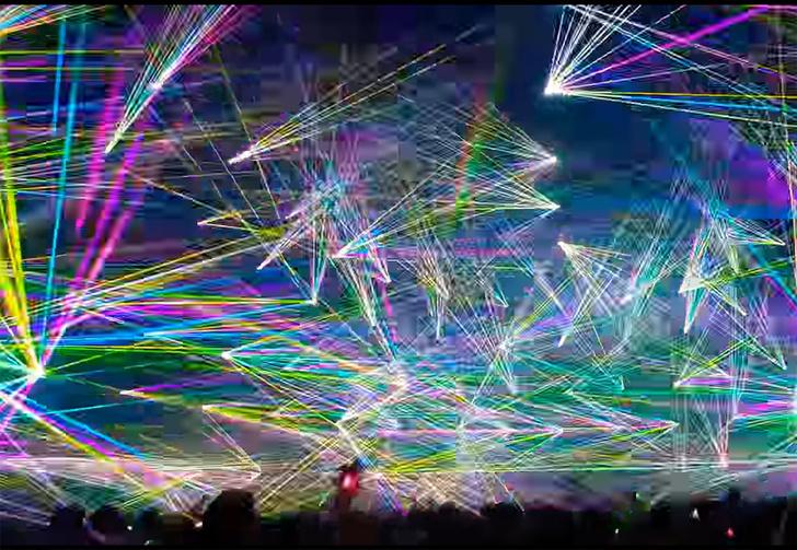Фото №1 - Как выглядит мировой рекорд по количеству лазеров на одном танцполе под Prodigy (видео)