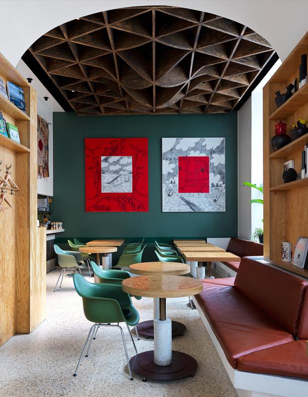 Фото №6 - Flaner: новый ресторан в Москве с мебелью Vitra