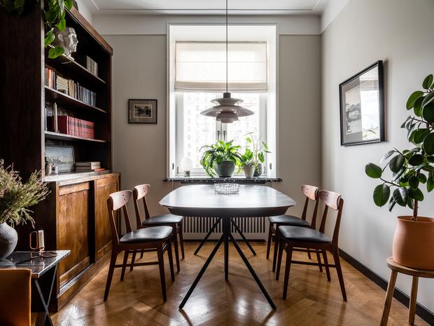 Фото №2 - Квартира с винтажной и дизайнерской мебелью в сталинке