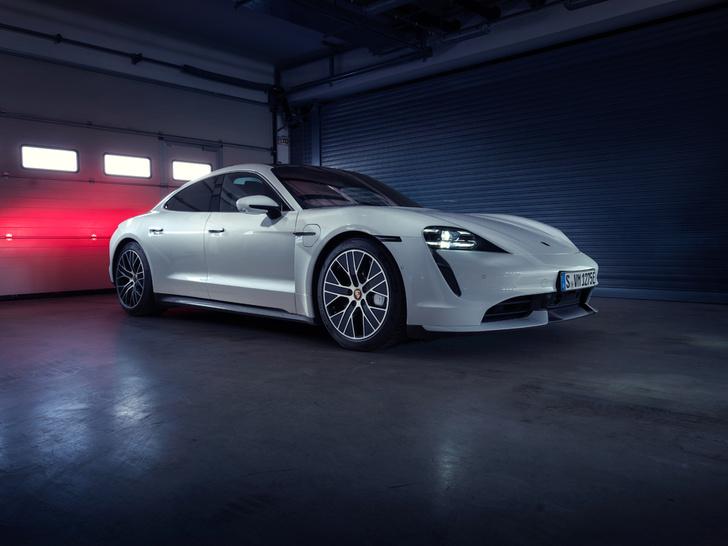 Фото №18 - Porsche Taycan— мастер когнитивного диссонанса