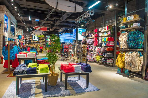 Фото №1 - В Москве открылся новый магазин для сноубордистов и серфингистов