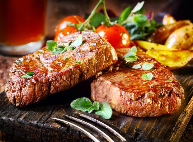 Фото №1 - Изображение и запах еды сильнее действуют на полных людей