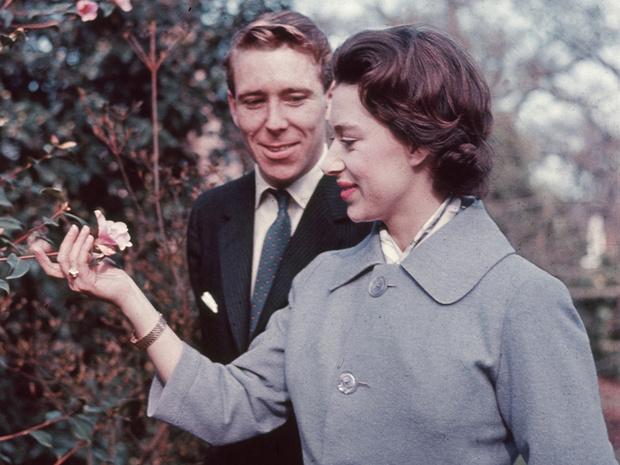 Фото №1 - Чем помолвочное кольцо принцессы Маргарет отличалось от других колец Виндзоров