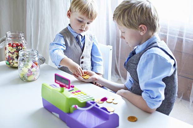 Фото №2 - Карманные деньги у детей: сколько, когда и зачем