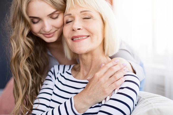 Фото №1 - Она отравляет вам жизнь: как отпустить детскую обиду на родителей
