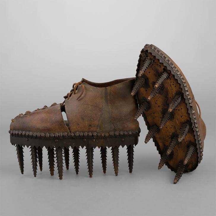 Фото №1 - Угадай, для чего нужны эти страшные ботинки