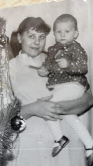 Фото №19 - Правда ли, что дочки становятся копиями своих мам: 15 фото тогда и сейчас