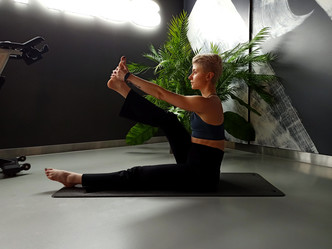 Фото №3 - Простые упражнения для растяжки, которые помогут сесть на шпагат за 60 дней