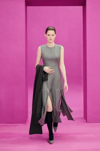 Фото №33 - Полный гид по самым модным платьям осени и зимы 2021/22