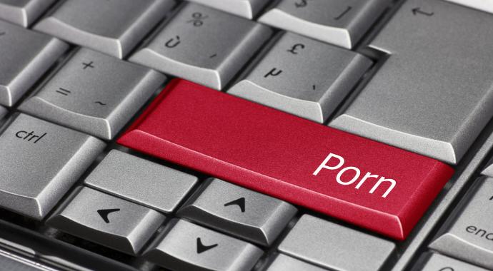 Коллеги воспользовались ноутбуком сотрудницы и узнали ее постыдный секрет