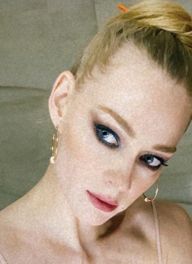 Фото №2 - Идеальные smoky eyes Светланы Ходченковой — на острие моды и кино