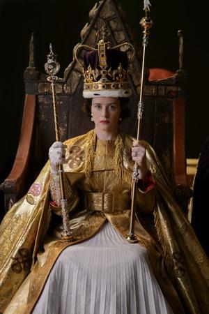 Фото №12 - От свадебных платьев до роскошных мехов: какие образы Виндзоров повторили в сериале «Корона»