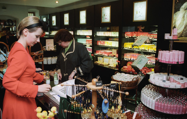 Фото №7 - От «Красной Москвы» до «Свердловска»: какими ароматами пользовались женщины в Советском Союзе