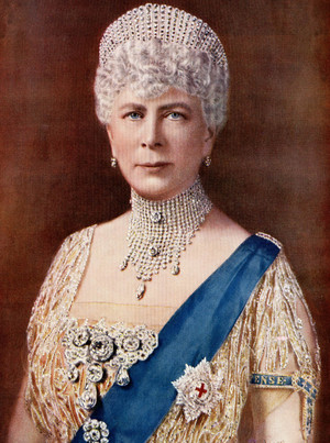 Фото №3 - Из России с любовью: почему европейские монархи начали носить тиары-кокошники