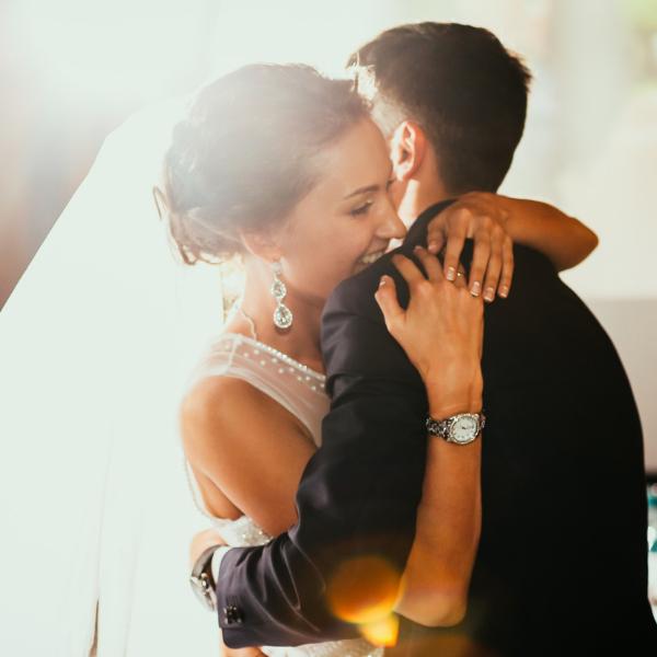 Фото №1 - Тест: Под какой трек ты выйдешь замуж? 💍