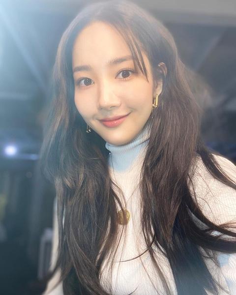 Фото №2 - Как без макияжа выглядеть идеально: бьюти-хаки Пак Мин Ён 👀